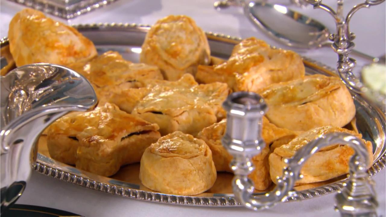 mincemeat pie on table